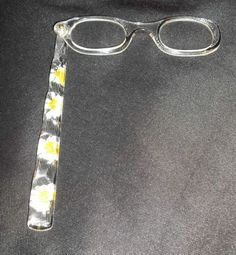 Opera-Eyeglasses-VTG-Lorgnettes-Lucite-White-Yellow-Pressed-Flowers-with-Case