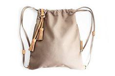 Vale BACKPACK, mochila tejido y cuero, de tejido technico IMPERMEABLE marron. Personalizada con tus iniciales.