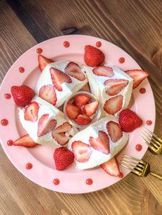 Cute Snacks, Cute Desserts, Delicious Desserts, Yummy Food, Japan Street Food, Fruit Sandwich, Food Decoration, Cafe Food, Love Eat