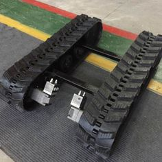 Rubber Track Undercarriage with Size for Small Machine, Find Details about Rubber Track Chassis, Undercarriage Parts from Rubber Track Undercarriage with Size for Small Machine - Shanghai Puyi Industrial Co. Rc Cars Diy, Homemade Tractor, Diy Go Kart, Cnc Router Machine, Tractor Attachments, Mini Excavator, Diy Tank, Vintage Tractors, Fire Pit Backyard