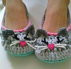 Ravelry: Women's Kitty Cat Slippers pattern by Lisa Casillas by SAburns Crochet Woman, Love Crochet, Knit Crochet, Crochet Crafts, Crochet Boots, Crochet Clothes, Crochet Slipper Pattern, Crochet Patterns, Crochet Cupcake
