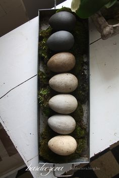 Easter stone eggs with pentart stone paste and antique paste  #stone #eggs #diyeaster #diydecoration #handpainted #pentart