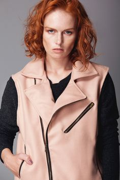 This cool piece is detailed with zipped sides. Perfecto Gillet is a key item that can easily be dressed over your oversized dresses or sweaters and track pants from day to night.