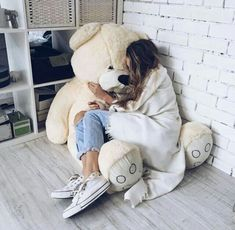 Teddy Girl, Outfits For Teens For School, Casual School Outfits, Lazy Day Outfits, Huge Teddy Bears, Giant Teddy Bear, Teddy Photos, Teddy Bear Pictures, Douglas Adams