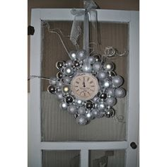 New Year's wreath  #New #Years Party Decor and #Food Ideas
