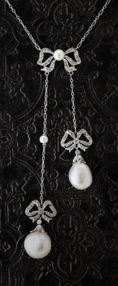 A Belle Epoque platinum, gold, diamond and pearl negligé pendant, French, 1905-10.