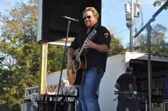 The Great Mississippi River Balloon Race, 95 Country with Pat Green.