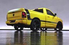 """AIRLIFE te presenta La pick up sigue el modelo el clásico """"musculoso"""" Dodge Super Bee producido entre 1968 y el 71. Chrysler resucitó el tema del color del modelo para una carrera de edición limitada de pick up's en el 2003."""