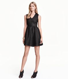 Short, V-neck sleeveless dress in mesh with textured stripes, a concealed zip at the back, a seam at the waist and flared skirt with pleats. Lined.