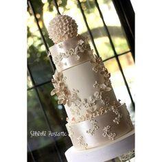 Bir süredir kendimi atölyeme kapatıp Sonbahar-Kış Nişan ve Düğün Pastaları için…