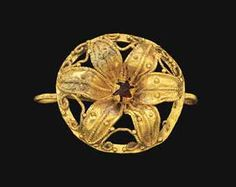 Roman gold and garnet necklace element circa century a.