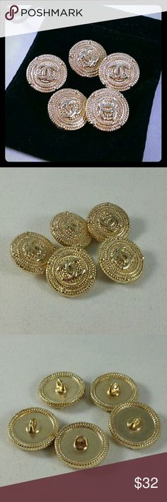 20mm Chanel Metal Gold Replacement button set Price included : - 5 x 20mm Chanel Buttons - 1 x Black Velvet bag  Perfect for sewing or art project.  ??Please remember that Poshmark takes out 20% of item sold, unfair/unreasonable offers will be declined?? Accessories