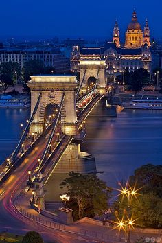 Széchenyi Chain Bridge is translated into Czech as the Chain Bridge, it is not true, because it is a suspension bridge. The bridge was built between 1839-1849 and is named after the Hungarian politician István Széchenyi.This is the first bridge across the Danube, which was built in Budapest. it connected the two historic cities Buda and Pest.  | Flickr - Photo Sharing!