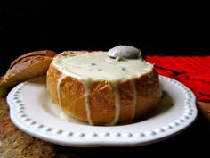 Clam chowder without cream served in a sourdough bread bowl can taste just as thick and creamy as a higher calorie version. Sourdough Bread Bowl Recipe, Creamy Corn, Easy Soup Recipes, Chowder Recipes, Clam Chowder, Bread Bowls, Homemade Soup, How To Eat Less