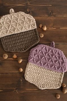 Acorn Hot Pads Using a double strand of dishcloth cotton you can work up the perfect kitchen accessory for fall and it's practical, too! Try your hand at increasing and decreasing with the Diamond Stitch for the signature acorn cap criss-crosses. Thanksgiving Crochet, Holiday Crochet, Crochet Gifts, Free Crochet, Crochet Baby, Crochet Blanket Patterns, Knitting Patterns, Crochet Table Runner Pattern, Crochet Blankets