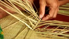 Eco-friendly Philippine mats (Banig) : a symbol of Filipino culture Weaving Modern Wall Paneling, Asia Continent, Philippines Culture, Filipino Culture, Thinking Day, Country Crafts, Basket Weaving, Art Lessons, Eco Friendly