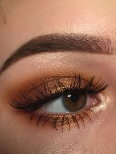Bronze gold eye makeup looks, party night makeup looks, bold eye makeup looks - Eye Makeup Tutorials and Tips Bold Eye Makeup, Face Makeup, Brown Skin Makeup, Makeup Eyebrows, Eyebrow Makeup, Makeup Trends, Makeup Inspo, Makeup Ideas, Makeup Hacks