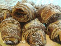 Dvojfarebné nutellové croissanty -  Cesto: pripravíme si kvások v pohári zmiešame 100 ml vlažné mlieko, 1 kávovú lyžičku cukru, trochu múky...