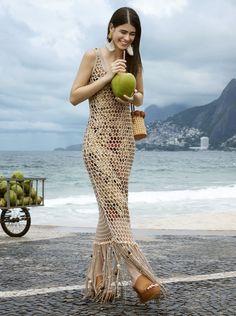Summer in Rio – Issuu Summer Looks, Summer Fun, Artistic Portrait Photography, Spring Fashion, Winter Fashion, High Fashion Looks, Summer Vacations, Fashion Magazines, Alexandra Daddario