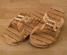 Wood Flops for Men Handmade Wooden, Slippers, Reading, Nice, Books, Men, Livros, Sneakers, Book