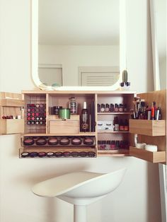 Makeup Organization Small - 40 Clever Ways To Use Small Space For Dressing Table. Diy Makeup Organizer, Wall Mounted Makeup Organizer, Make Up Organiser, Wall Mounted Makeup Vanity, Make Up Storage, Small Storage, Diy Storage, Makeup Storage Cupboard, Storage Ideas