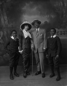 American Family, 1918. (Bassano Ltd / Getty Images)