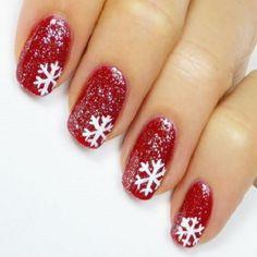 Nail art natalizia rossa e bianca