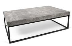 Petra Sofabord - Grå - Flot rektangulær sofabord i et minimalistisk design. Sofabordet er et moderne og stilrent møbel som vil passe ind i ethvert rum. Sofabordet har en topplade i råt beton-look, som er udarbejdet i melamin med robuste sorte metalben. Anvend bordet som sofabord i den moderne stue og kombiner gerne med andre stilarter og farver eller f.eks. med et matchende sidebord fra samme serie.