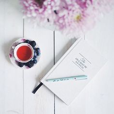 Positive vibes with some tea, berries and the #fiveminutejournal  Perfect morning.  by @kirstenzellers • Share your moments with us by tagging us, we love to share!