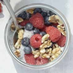 Energy-boosting chia seed pudding recipe! #chiaseed #healthy #breakfast #snack Pudding Recipes, Chia Seed Pudding Recipe, Chia Seed Recipes Vegan, Chia Seed Pudding Healthy, Chia Pudding Breakfast, Chia Seed Smoothie, Chia Seed Breakfast, Chai Pudding, Breakfast Snacks