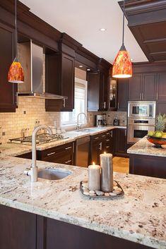 Gorgeous Kitchen Backsplash Décor Ideas With Dark Cabinets 38