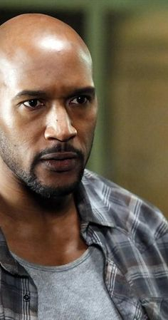 Henry Simmons photos, including production stills, premiere photos and other event photos, publicity photos, behind-the-scenes, and more.