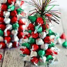 Just added my InLinkz link here: http://kitchenmeetsgirl.com/kiss-mas-tree-centerpieces/