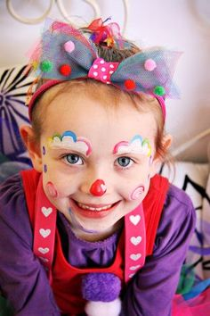 How to make a clown makeup step by step. Halloween makeup for children … How to make a clown makeup step by step. Halloween makeup for children … Carnival Birthday Parties, Circus Birthday, Circus Theme, Circus Party, Circus Clown, Face Painting Designs, Body Painting, Painting Tutorials, Cute Clown Makeup