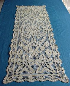 Pretty Antique Lace Table Runner. c1920 by chalcroft on Etsy, $14.00