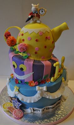 Alice in Wonderland Cake by Stephanie (Cake Fixation), via Flickr