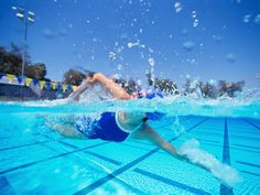 You could worsen knee osteoarthritis pain with everyday behaviors like poor diet and exercise. Find out how to change your ways from Everyday Health. Lap Swimming, Swimming Tips, Swimming Workouts, Triathlon Swimming, Swim Technique, Knee Osteoarthritis, Competitive Swimming, Triathlon Training, Swim Team