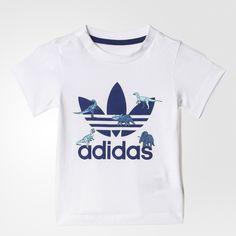 Det ikoniske Trefoil-logo er dekoreret med dinosaurer foran på denne baby-t-shirt. Det finurlige design dækker det bløde bomuldsjersey for at give et sjovt adidas Originals-look.