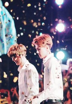 Luhan and Sehun Sehun And Luhan, Chanyeol, Exo Ot12, Chanbaek, Exo Facts, Exo Couple, Exo Lockscreen, Xiuchen, Kpop Couples
