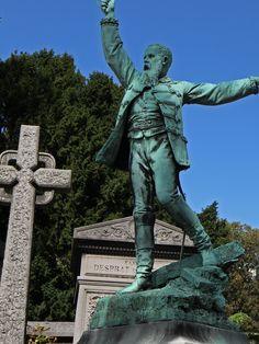 tombes célèbres et mystérieuses au cimetière du Père-Lachaise. http://visite-guidee-paris.fr