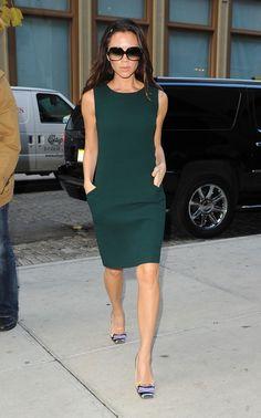 Victoria Beckham con un vestido verde