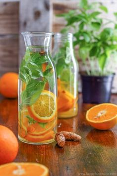 This orange basil infused water is the perfect drink for hot summer days. It's refreshing, tasty and easy to make. Stay hydrated with this healthy flavored water. Body detox and cleanse with infused water. Only 3 ingredients - orange, basil and turmeric Ginger Detox Water, Lemon And Ginger Detox, Best Detox Water, Lemon Diet, Bebidas Detox, Flat Belly Detox, Weight Loss Meals, Infused Water Recipes, Orange Detox Water Recipes
