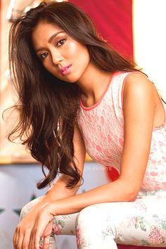 Kathryn Bernardo Bench Model Filipina Girls, Filipina Actress, Filipina Beauty, Asian Woman, Asian Girl, Kathryn Bernardo, Modern Hairstyles, Woman Crush, Hair Day