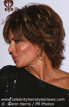 nice Side View with Shoulder Length Haircut for Women from Lisa Rinna. Short Shag Hairstyles, Shaggy Haircuts, Short Hairstyles For Women, Layered Hairstyles, Short Hair With Layers, Short Hair Cuts, Lisa Rinna Haircut, Medium Hair Styles, Curly Hair Styles