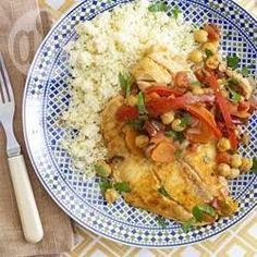 Een smaakvol gerecht met tilapia en paprika, wortel, tomaat, olijven en kikkererwten. Je kunt het zowel warm als koud eten. Serveer bijvoorbeeld met couscous.