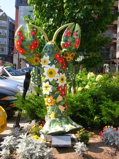 Lobster scupture in Halifax, Nova Scotia New England Fall, Country Signs, Roadside Attractions, Nova Scotia, Marine Life, Photo Galleries, Cruise, Sculptures, Canada