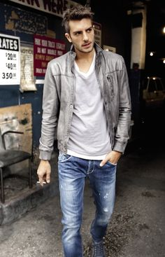 See? Style is easy, I love it when men have a since of fashion!!! sooo hot!