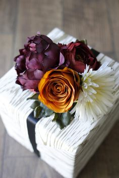 Creative (+ Easy) Flower Gift Topper (http://blog.hgtv.com/design/2014/10/14/creative-easy-flower-gift-topper/?soc=pinterest)