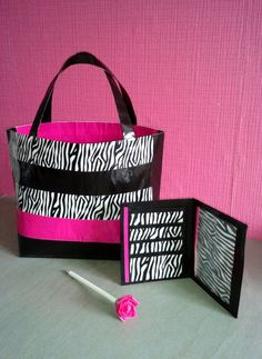 Duct Tape bag, wallet and flower ! I love Duct Tape Bible Crafts For Kids, Crafts To Do, Felt Crafts, Diy Crafts, Duct Tape Projects, Duck Tape Crafts, Masking Tape, Washi Tape, Duct Tape Bags