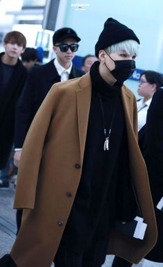 Image about kpop in MIn Suga (Yoongi) by 我爱你 on We Heart It Bts Suga, Min Yoongi Bts, Bts Bangtan Boy, Bts Airport, Airport Style, Kpop Fashion, Korean Fashion, Airport Fashion, Fall Fashion